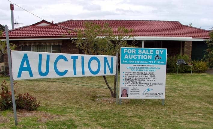 090919-yakamia-auction-banner-house
